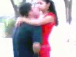 Узбеки занимаются сексом днем прямо в парке UZBAK.RU
