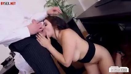 Начальник трахает свою работницу UZBAK.RU