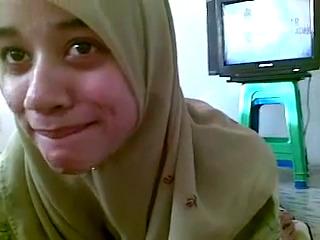Узбечка в хиджабе страстно делает минет UZBAK.RU