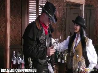Ковбой доводит девушку до сквирта UZBAK.RU