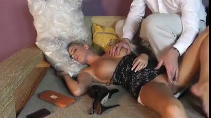 Кончил внутрь спящей девушке UZBAK.RU